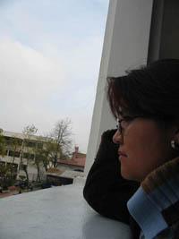 Yamila mirando al sudeste